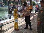 Masker Medis Gratis Dibagikan Polres Kep Seribu Bersama Tiga Pilar dan Polsek Jajaran