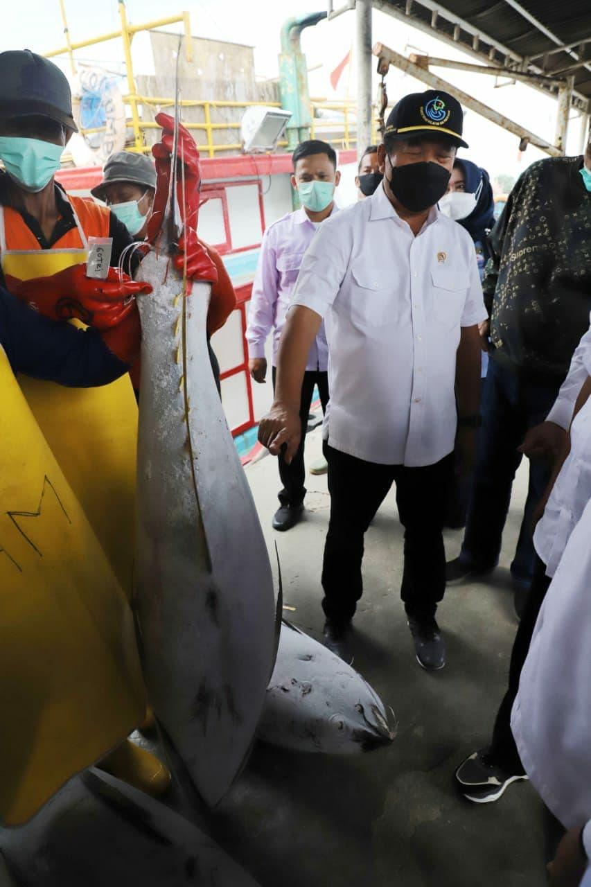 Menteri Trenggono Minta Digitalisasi Layanan Diperkuat, dan Tinjau Pelabuhan Perikanan di Cilacap