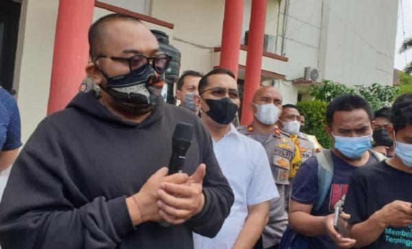 Mengaku Tidak Percaya Covid Pria ini Mengejek Para Pemakai Masker