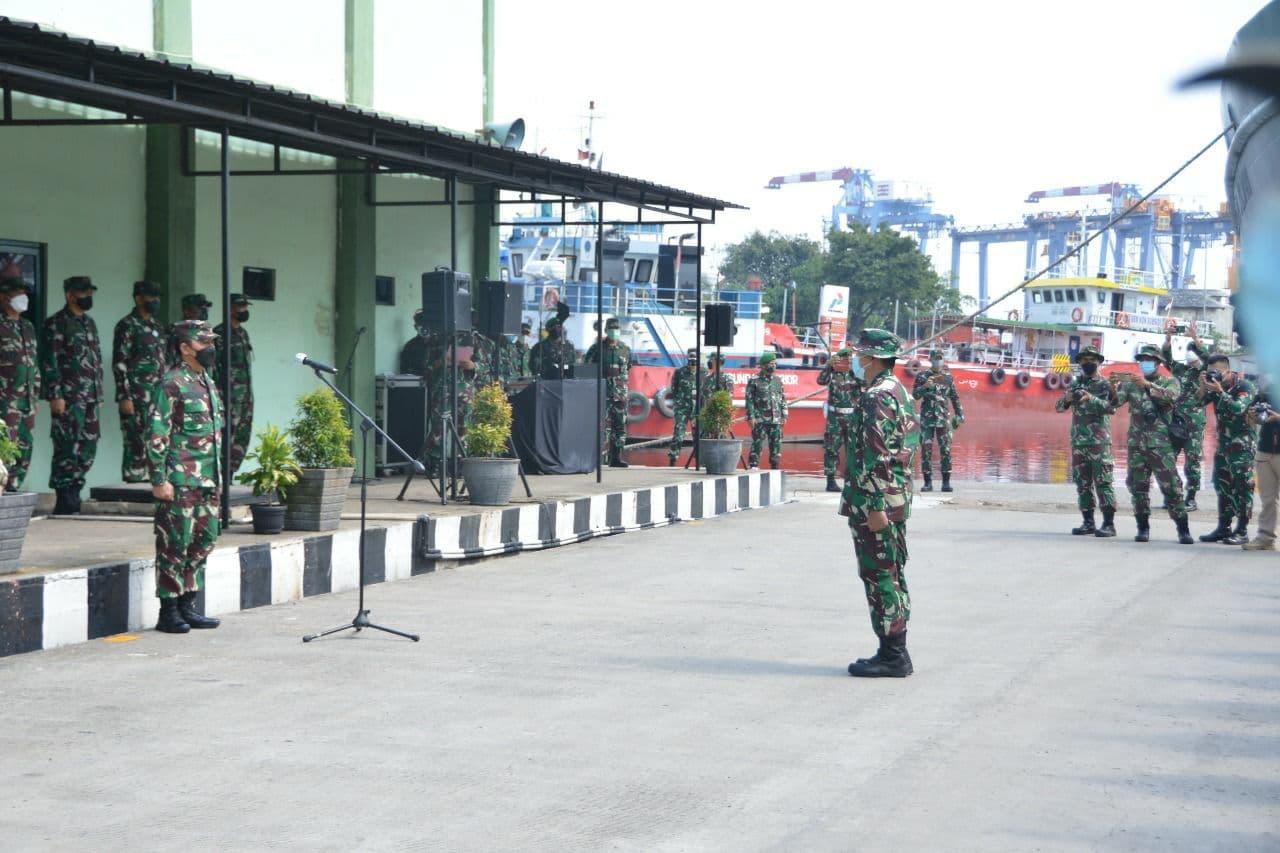 Melalui Upacara Militer Wakasad Sambut Kedatangan Satgas Bencana Banjir Bandang Adonara