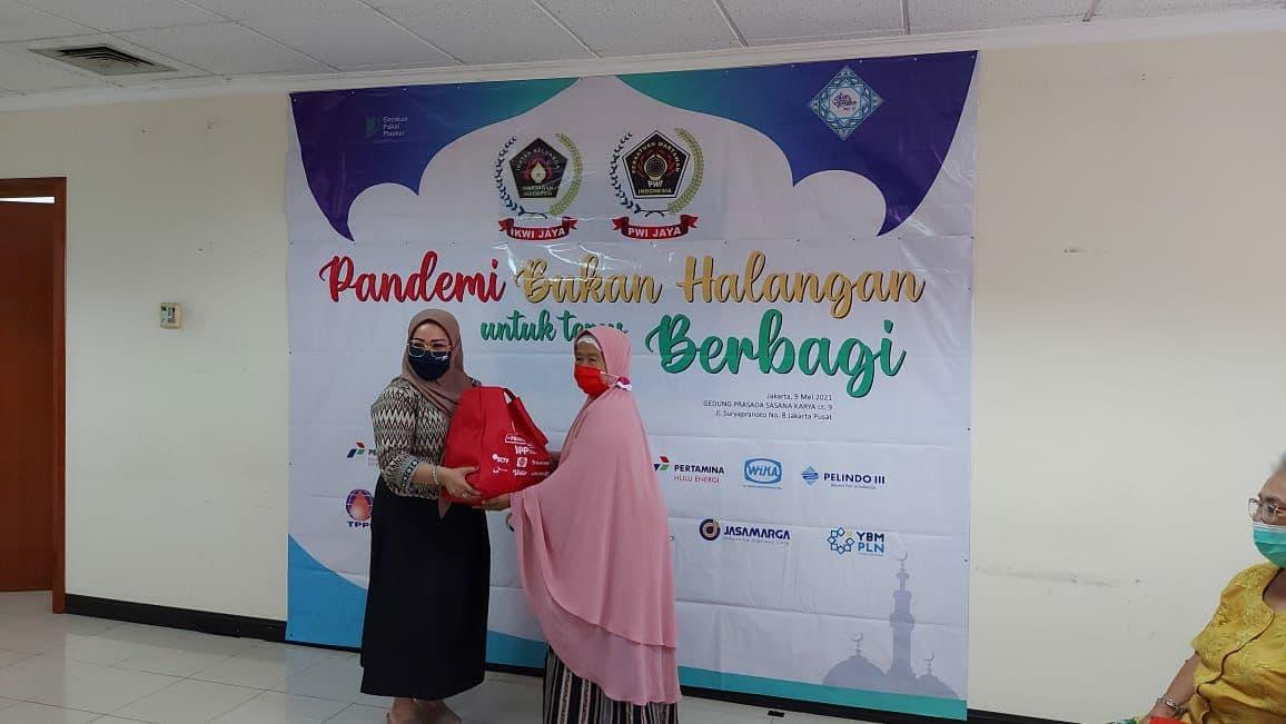 IKWI Jaya Bagikan 500 Paket Sembako untuk Anggota dan Warakawuri