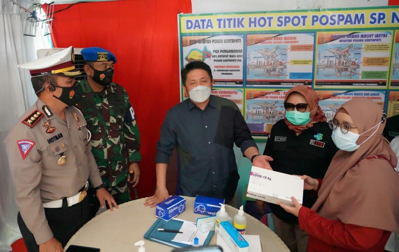Tinjau Pos Penyekatan Arus Mudik Lebaran, Danpomdam ll/Sriwijaya Dampingi Gubernur Sumsel