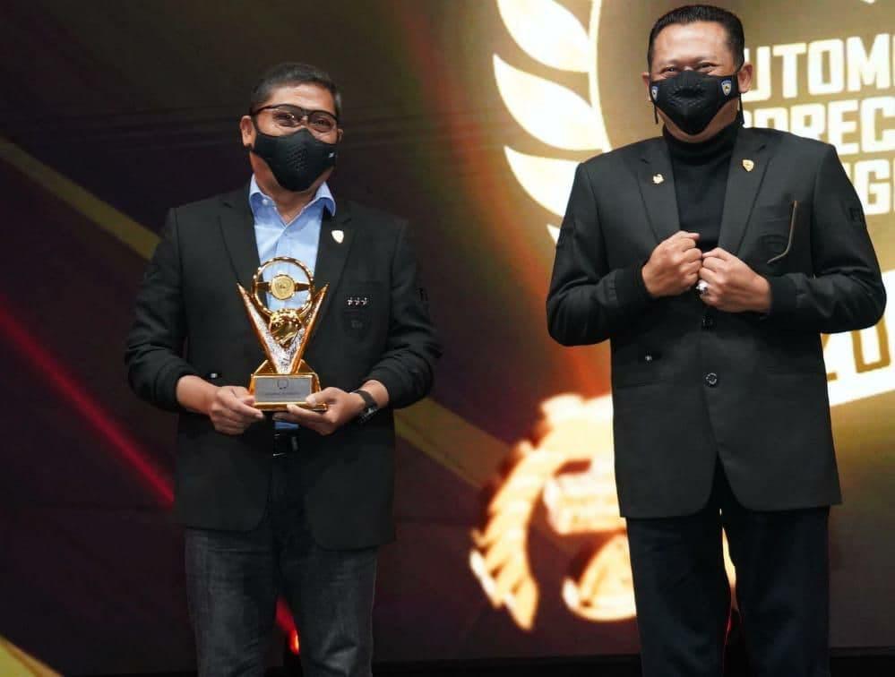 Dankodiklat TNI AD, Letjen TNI AM. Putranto, Terima Penghargaan Indonesian Automotive Figure Dari IMI
