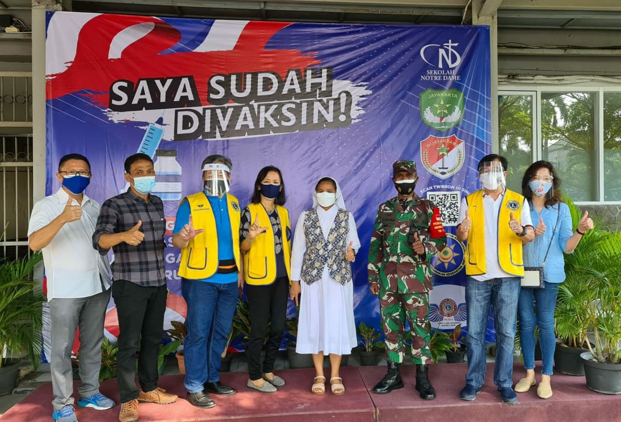 Tim Nakes TNI Kodim 0503/JB Rem 052/Wkr bantu Vaksinasi di Notre Dame