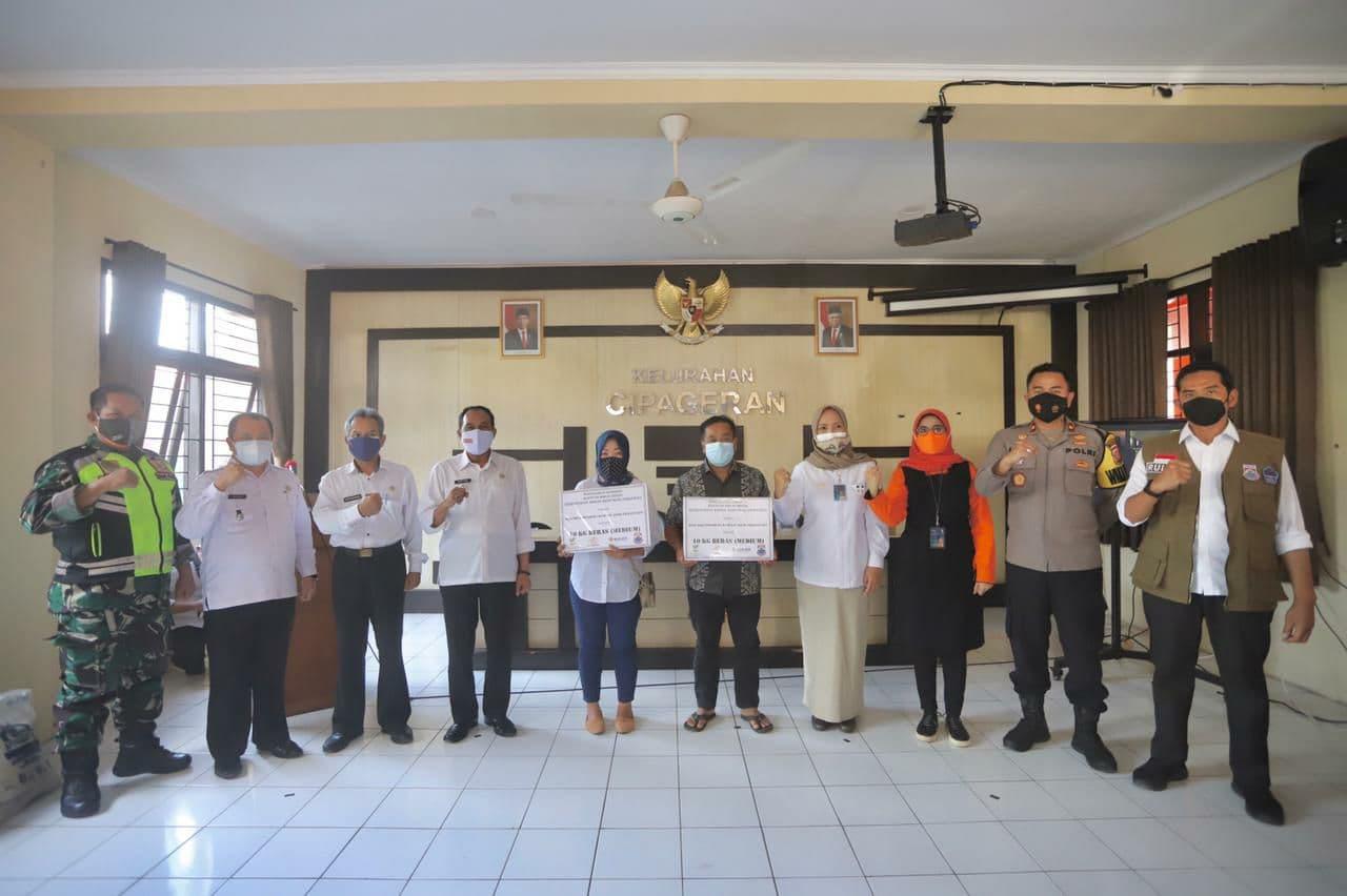 Bantuan Sosial Untuk Masyarakat Mulai Di Distribusikan Oleh Pemkot Cimahi