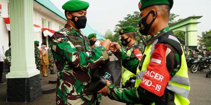 Kepedulian Korem 061/SK Salurkan Bantuan Kepada Warga Terdampak Covid - 19