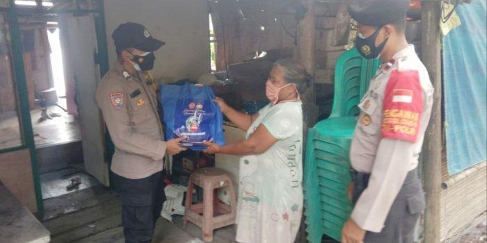 Polres Kep Seribu Salurkan Bansos kepada 121 KK Terdampak Covid-19 Slum Area di Wilayah Kepulauan Seribu