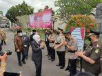 Gubernur Khofifah Kunjungi Kota Blitar, Uji Coba New Normal PPKM Level 1